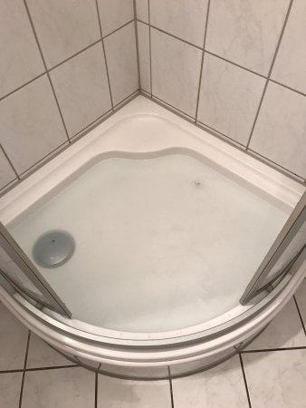 Wipperfürth, Allemagne : Wasser in der Dusche, 10 Minuten nach dem Duschen immer noch Wasserstand