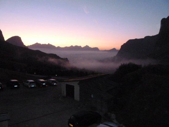 Hotel Cir: Zimmerblick im Morgengrauen über den Parkplatz