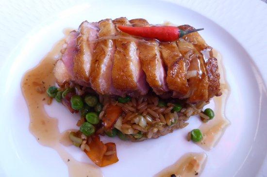 Bercher, Switzerland: Magret de canard au miel et gingembre, riz sauté aux légumes