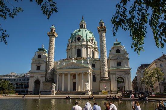 Hotel Konig Von Ungarn: Karlskirche
