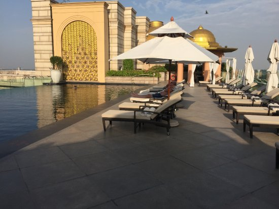 The Leela Palace New Delhi: Rooftop pool in the late afternoon. All to ourselves.