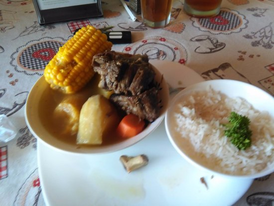 Atenas, คอสตาริกา: Costa Rican olla de carne or Vegetable beef stew lunch special