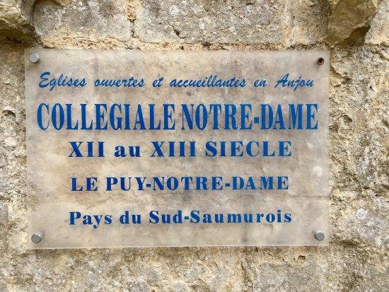 Le Puy-Notre-Dame, France: Une collégiale au centre d'un village qui mérite un petit détour