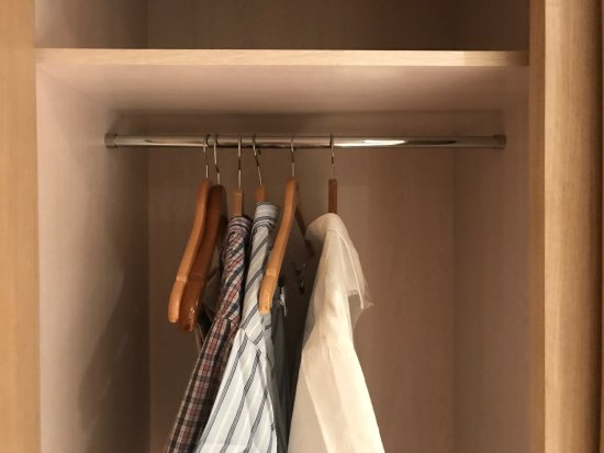 Maydrit Hotel: Dinner was very good but something's are just poor. 5 hangers in the wardrobe not good for a lon