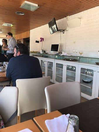 Centenario, Argentina: Comida fresca muy buena y excelente atención. Dispone de personal para cuidar y entretener a los