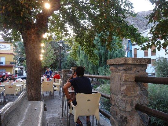 Pinos Genil, Espagne : Diner en terrasse