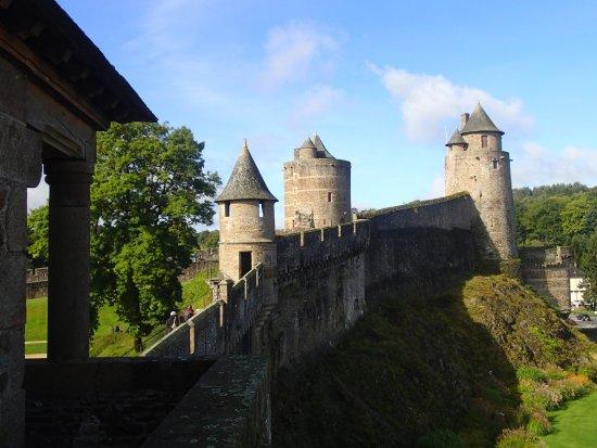Fougères, Frankrijk: vu sur une partie de l'enceinte du château