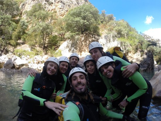 Alquezar, Spain: David, mi familia y dos jóvenes francesas que completaban el grupo.