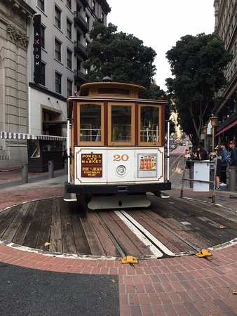 Hilton Parc 55 San Francisco: Cable Cars (Block away from Hotel)