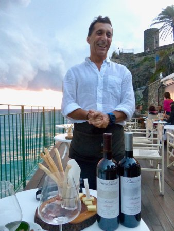 Vernazza Winexperience: Alessandro shares great knowledge about each wine!