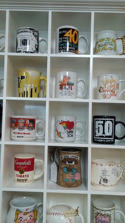 Manteno, Илинойс: Mugs for all occasions