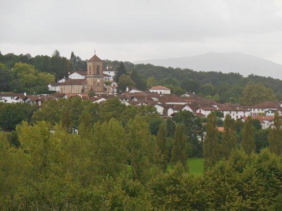 Les Collines Iduki : Vue sur le village ( au Zoom) des Collines Iduki.