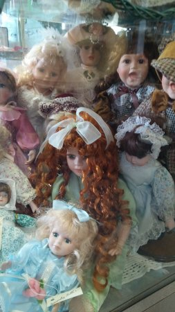 Manteno, IL: ceramic, porcelin, vintage and antique dolls
