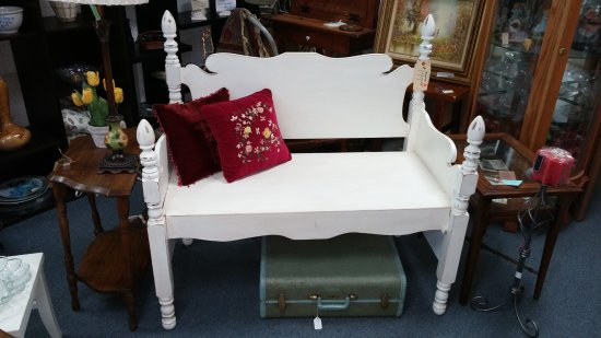 Manteno, IL: small furniture pieces