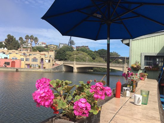 Capitola, Californien: Dining outside is highly recommended if the weather is nice.