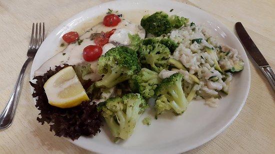 Osteria del Settimo Miglio: Piatto unico: Spada, Risotto zucchine, verdure
