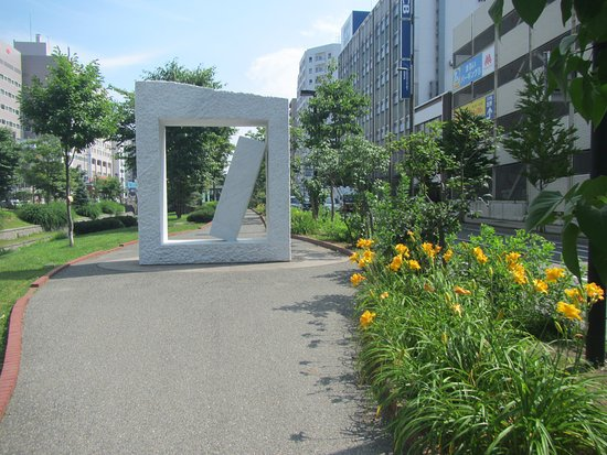 Soseigawa Park : Art and flowers in the park