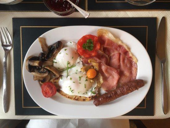 Invertiel Bed & Breakfast: Full Scottish Brekkie!