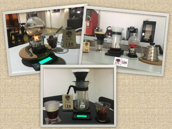 Sevilla, Colombia: Cold and Hot mixing infusion preparation at Villa Laura Coffee Lab