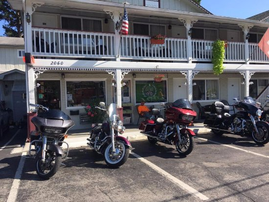 The Trails Inn: bikes right in front of our door!