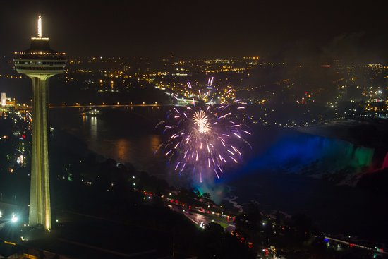 Hilton Niagara Falls/Fallsview Hotel & Suites: Fireworks from the Room