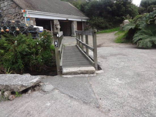 Lamorna, UK: Useless bridge, but funny