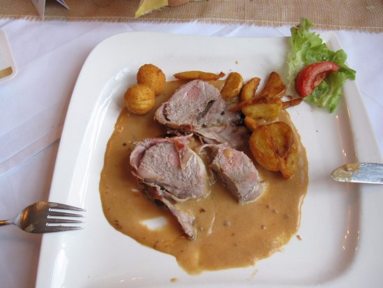 Philippsheim, Allemagne : Bacon Wrapped Schnitzel With Sausage Stuffing