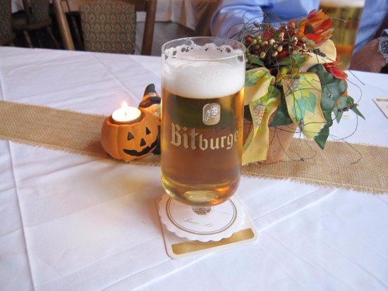 Philippsheim, Allemagne : Bitburger Pils Amid Autumn Decor