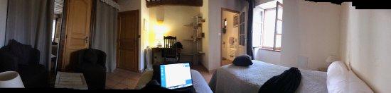 Le Mas des Vertes Rives: Ma chambre spacieuse
