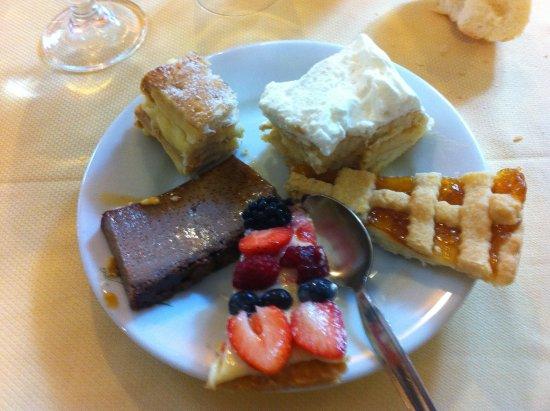 Pornassio, Italia: Misto di dolci (manca il più buono, semifreddo alla zabaglione)