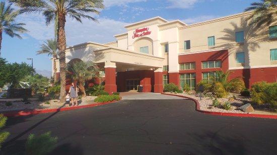 Hampton Inn & Suites Palm Desert: Vista externa