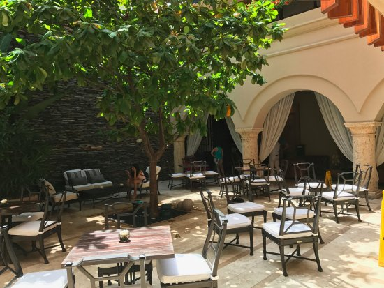 Bastion Luxury Hotel: Hotel Outdoor/indoor Patio And Dining Area