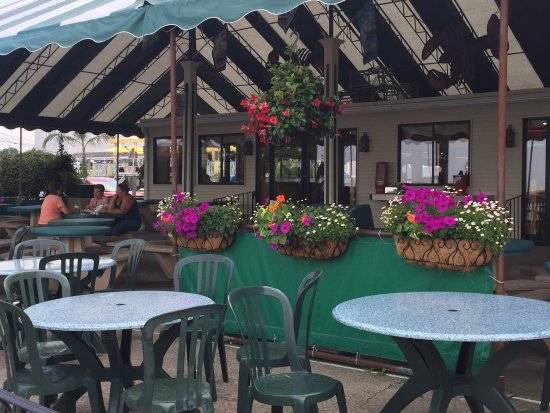 Lobster Hut: The outside patio was delightful