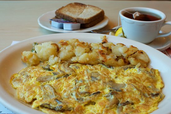 Nanuet, NY: My mushroom omelette so very good.