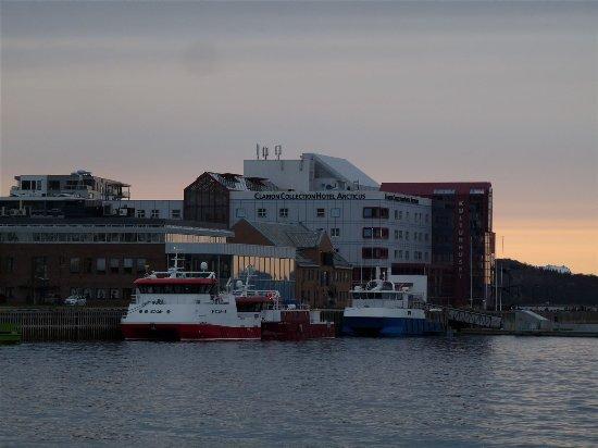 Harstad, Norwegia: Außenansicht vom Hafen (nah)
