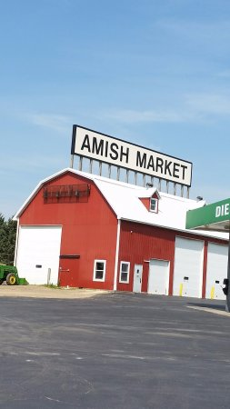 Saint Charles, MN : There was another building that said Amish Market but was not open