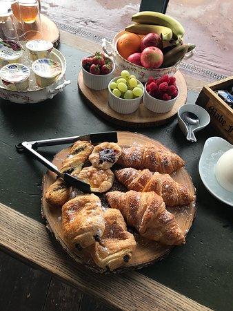 Bexhill-on-Sea, UK: Breakfast at Seaspray Rooms