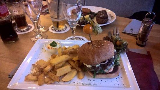 Warburg, Deutschland: Feta Beef Burger