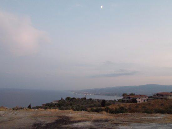 Botricello, Италия: Scorcio della Costa degli Aranci in una giornata uggiosa, scendendo da Staletti
