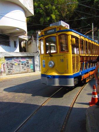 Santa Teresa Tram: Bondinho virando a esquina