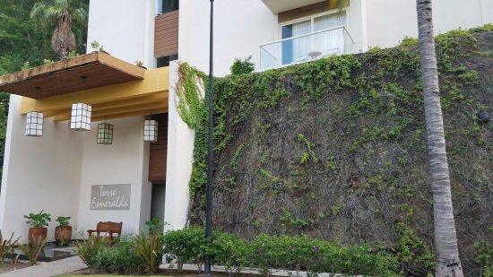 La Cruz de Huanacaxtle, Meksiko: entrance to suites tower