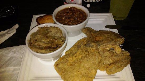 Ypsilanti, Μίσιγκαν: Pork_Chops-Dressing-Blackeye_Peas