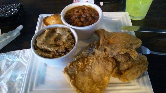 Ypsilanti, Μίσιγκαν: Pork_Chops-Dressing-Blackeye_Peas-1