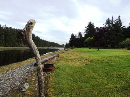 Beginning of the path along the Tlell River to the ocean!
