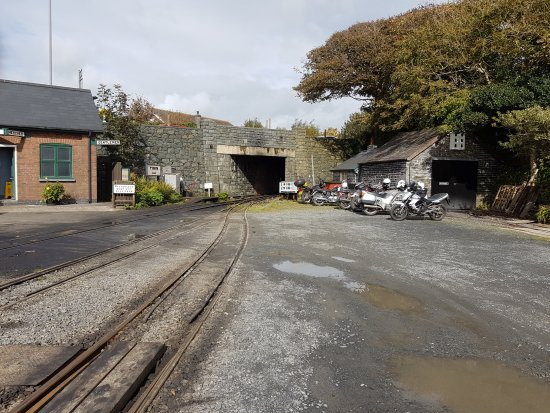 Tywyn, UK: A view in the rail yard looking towards the road tunnel