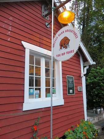 Telegraph Cove, Kanada: Tide rip building