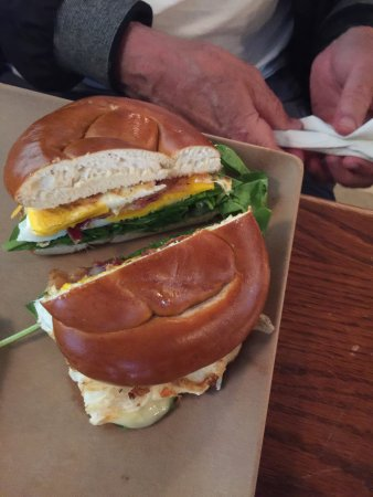 Lititz, Pensilvania: Pretzel breakfast sandwich