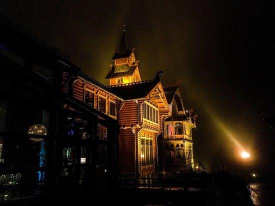 Scandic Holmenkollen Park: Holmenkollen Hotell by night