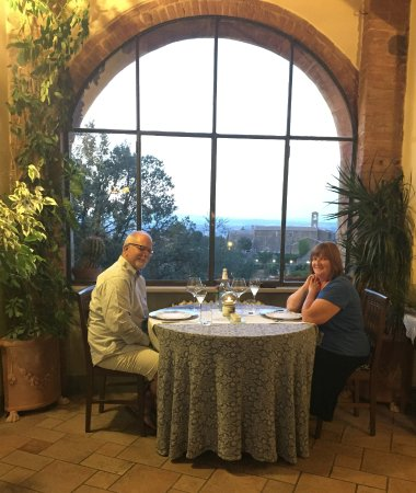 """Il Giglio Hotel and Restaurant : Gorgeous restaurant """"power table."""""""