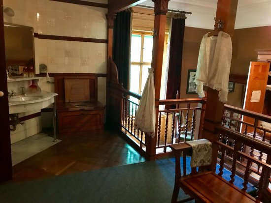 Two-story bathroom inside Schloss Hunegg Hilterfingen